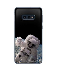 Artists Concept of an Astronaut Floating in Outer Space Galaxy S10e Skin