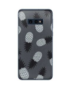 Black and White Pineapples Galaxy S10e Skin
