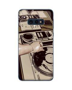 DJ Spinning Galaxy S10e Skin