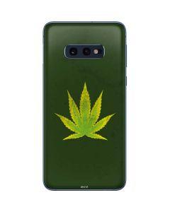 Marijuana Leaf Light Green Galaxy S10e Skin