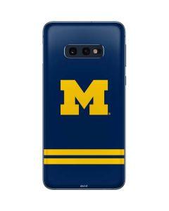 Michigan Logo Striped Galaxy S10e Skin