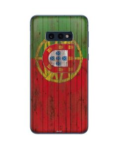 Portuguese Flag Dark Wood Galaxy S10e Skin