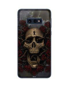 Skull Entwined with Roses Galaxy S10e Skin