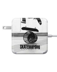 TransWorld SKATEboarding Black and White Apple Charger Skin