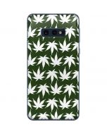 Marijuana Leaf White Pattern Galaxy S10e Skin