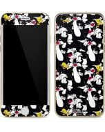 Sylvester and Tweety Super Sized iPhone 6/6s Skin